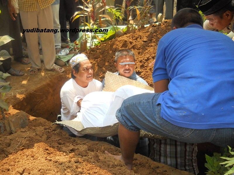 Hasil carian imej untuk mayat dalam kubur