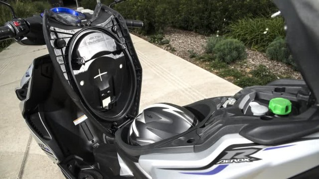 2015-Yamaha-Aerox-R-EU-Race-Blu-Detail-007