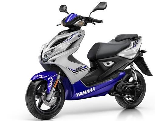 2015-Yamaha-Aerox-R-EU-Race-Blu-Studio-007