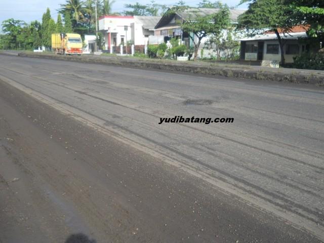 jalan aspal bekas dikeruk