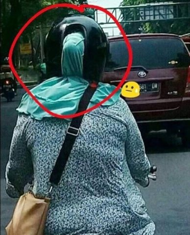 helm wanita
