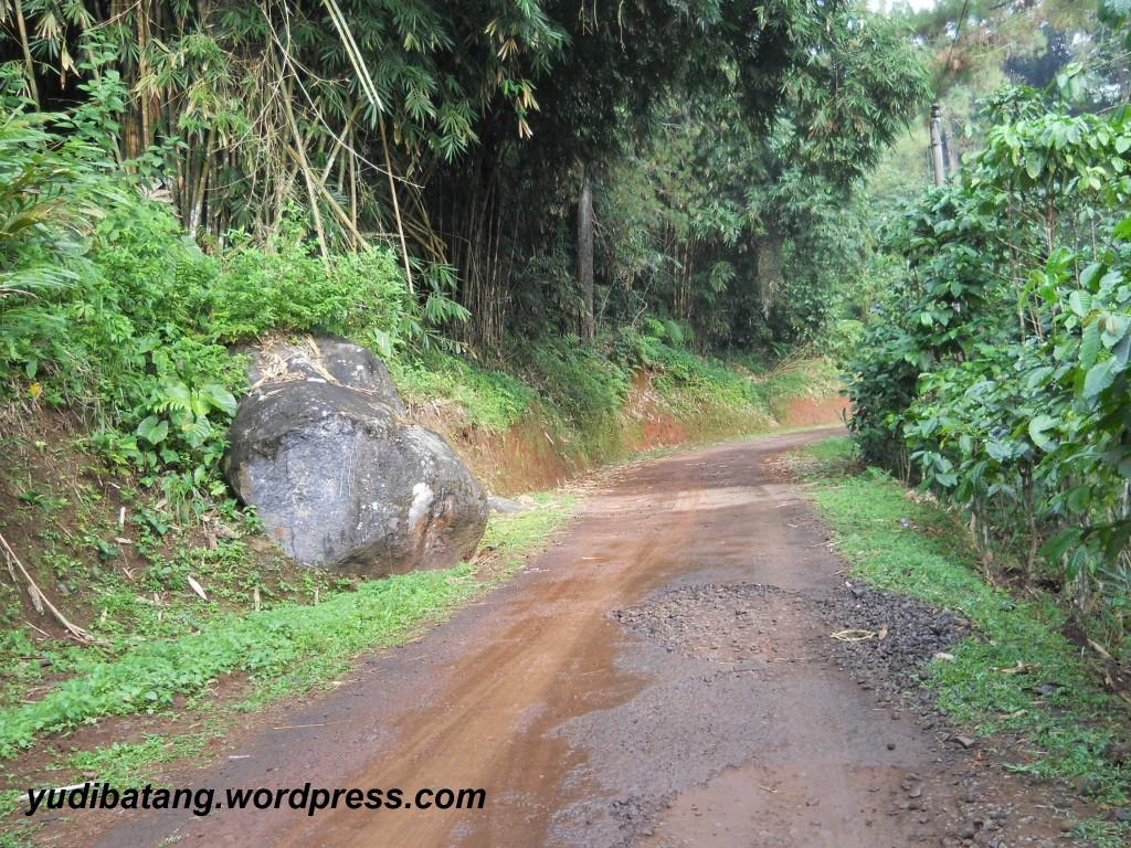 jalan pegunungan berbatu