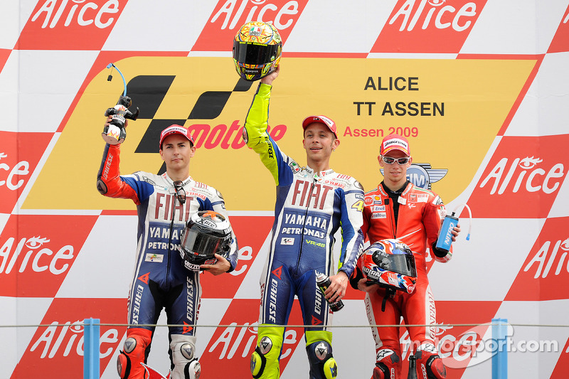 motogp-tt-assen-2009-podium-race-winner-valentino-rossi-fiat-yamaha-team-second-place-jorg