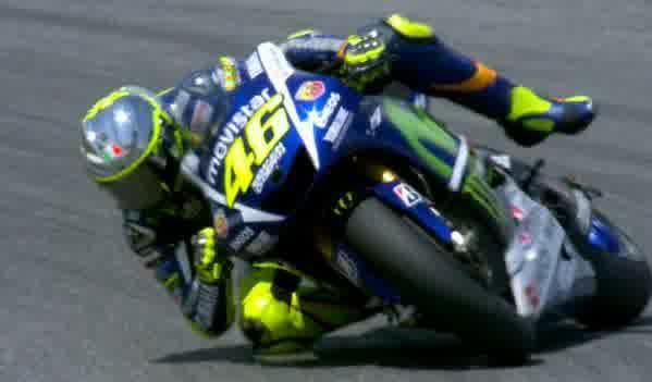 Rossi hampir terjatuh