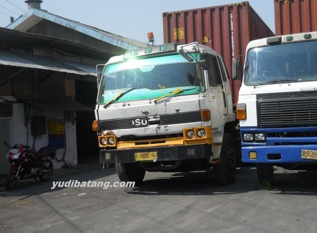 truk kontainer yudibatang