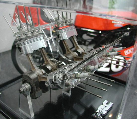 Ovalpiston, ring piston, dual conrod Honda NR500