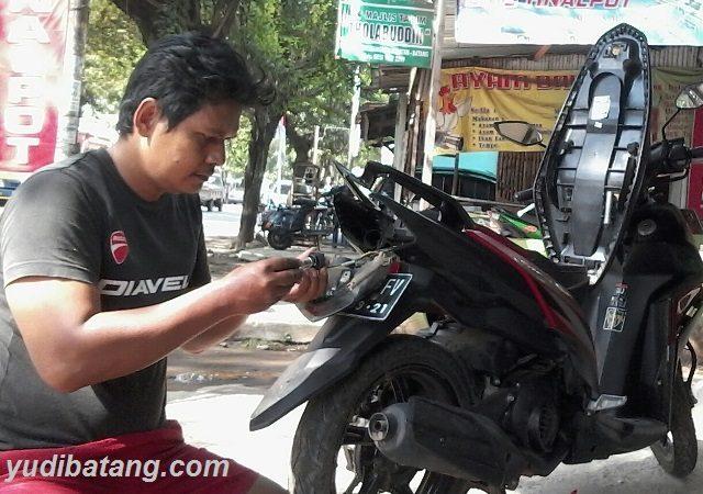 Cara Mengganti lampu belakang Yamaha Mio