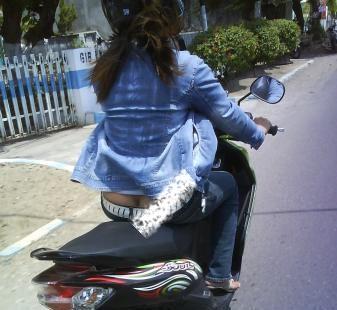 kebiasaan naik motor