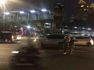 cara menyeberang jalan yang aman