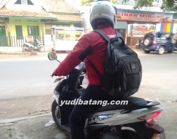kebiasaan saat naik motor